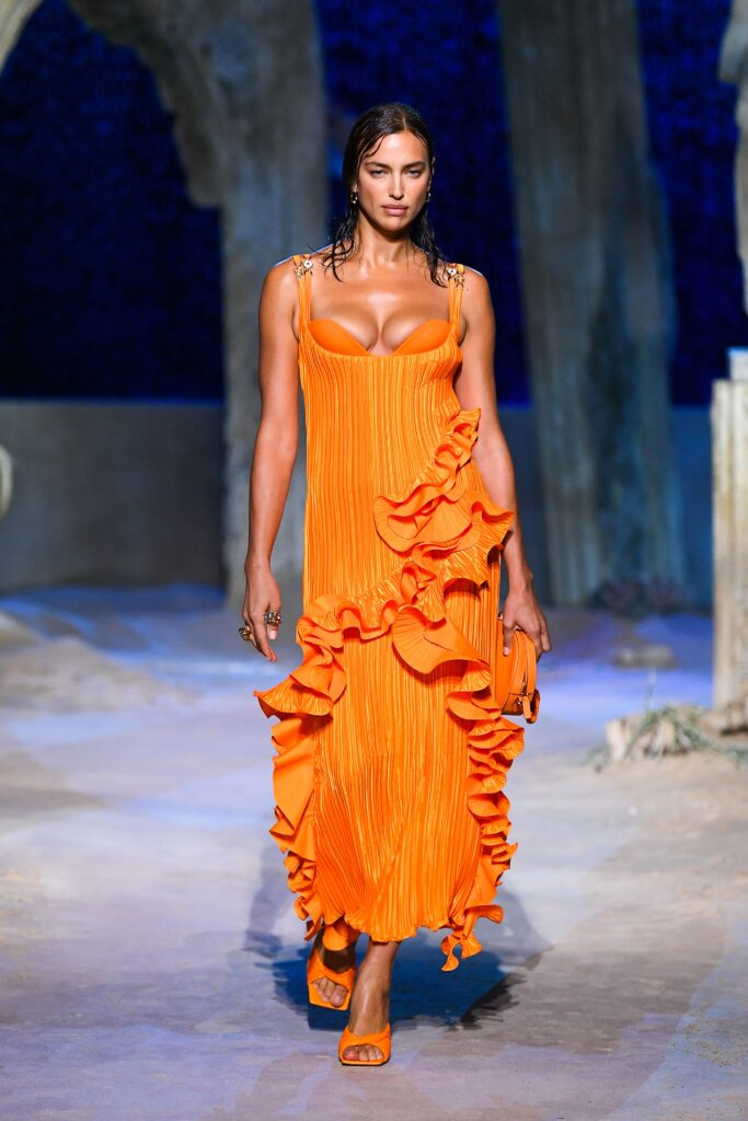 VERSACE Spring/Summer 2021 Ready-to-Wear : Clothing for ...